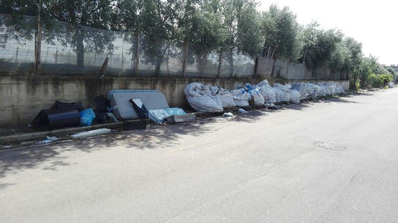 rifiuti-mondragone-per-strada