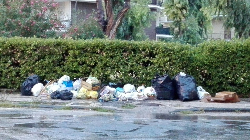 rifiuti-mondragone-piazza-stefanelli