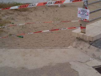 spiaggia chiusa mondragone